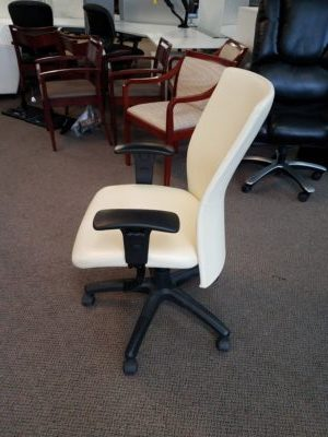 Pre Owned Compel Pinnacle Leather Executive Chair Boss